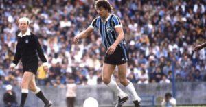 Ilustre passagem pelo Grêmio com dois títulos gaúchos.