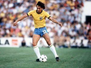 Éder Aleixo com a camisa da seleção brasileira.