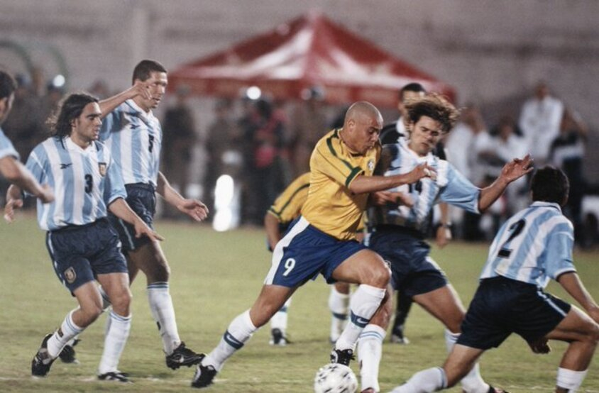 Brasil e Argentina na Copa América de 1999.