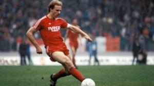 Rummenigge ídolo de Bayern Munich e seleção alemã.