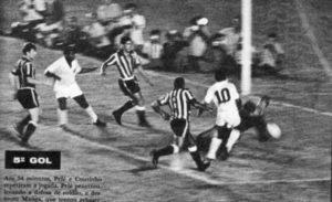 Santos e Botafogo no jogo derradeiro: o Peixe leva a melhor.