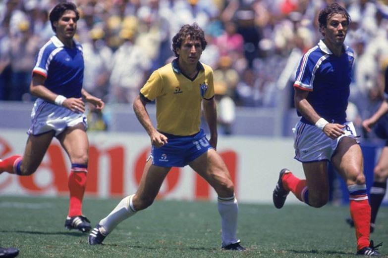 Zico contra a França, em 1986.